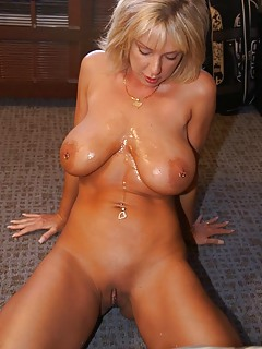 free milfs porn pictures at milf kiss