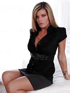 MILF Skirt Pics